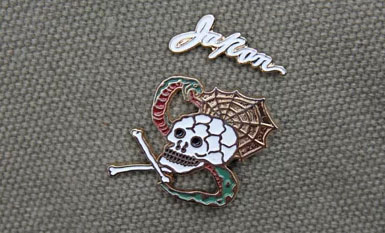 """SKULL SNAKE"" Souvenir Pin Set METALIZE CO."